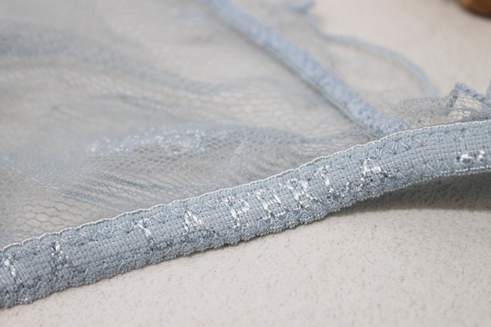 LA-PERLA-Ladies-Light-Blue-Lace-Halterneck-Unwired-Delicate-Bra-Size-UK34 thumbnail 7