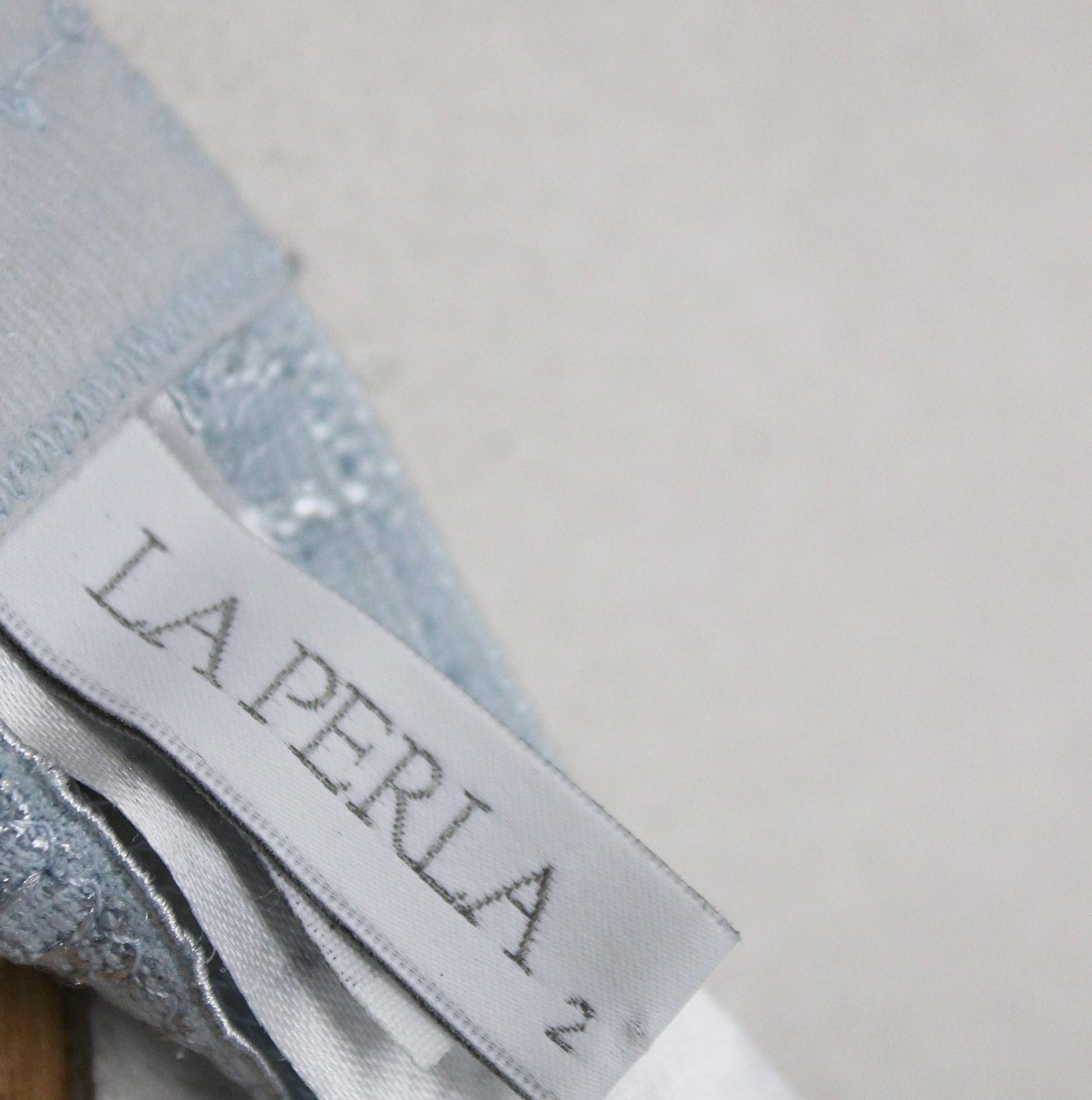 LA-PERLA-Ladies-Light-Blue-Lace-Halterneck-Unwired-Delicate-Bra-Size-UK34 thumbnail 9