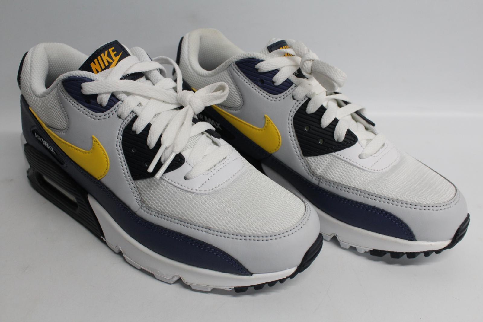 Nike-Men-039-S-Navy-Blu-Giallo-amp-Bianco-AIR-MAX-90-Essential-Scarpe-da-ginnastica-EU41-UK7-NUOVO miniatura 2