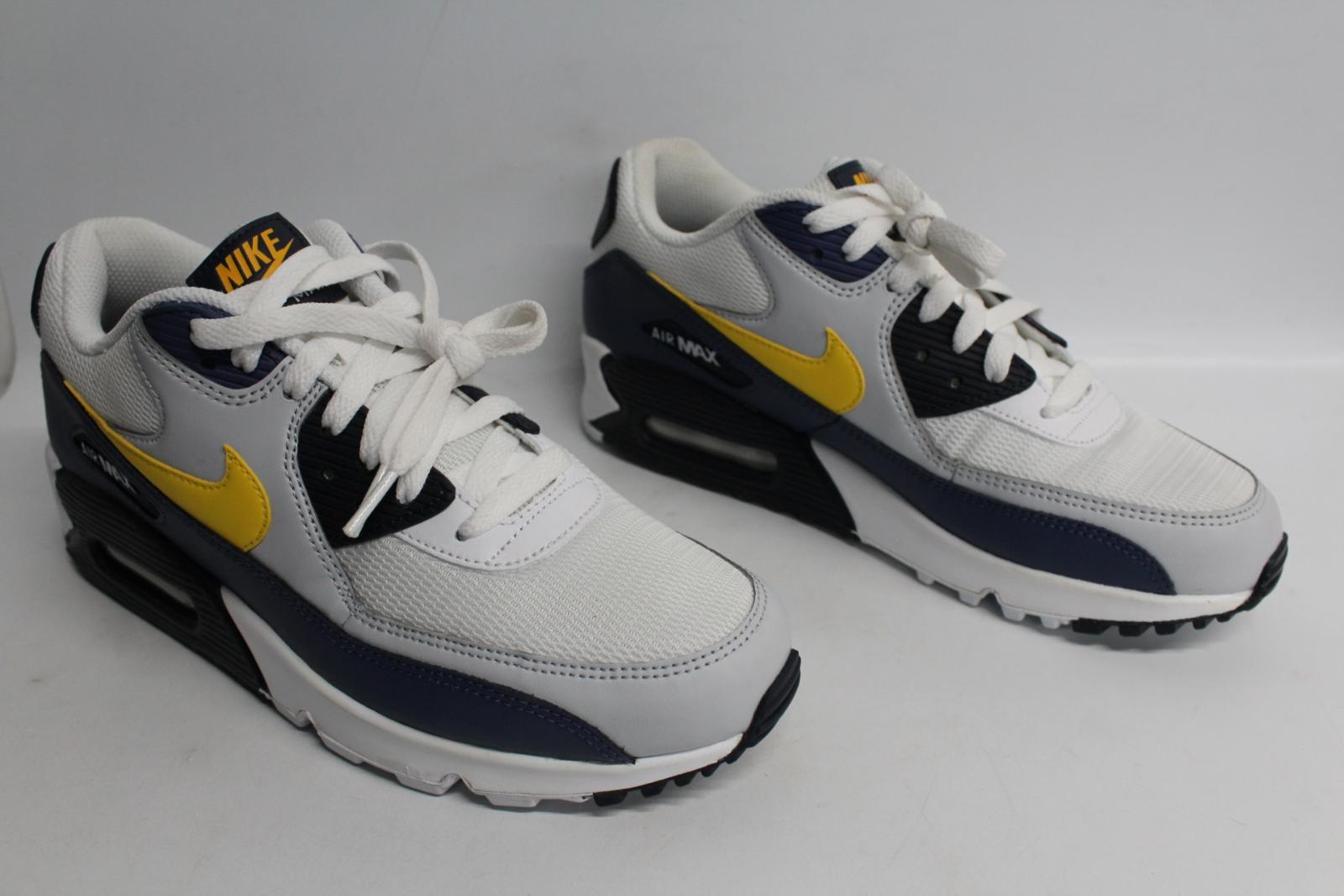 Nike-Men-039-S-Navy-Blu-Giallo-amp-Bianco-AIR-MAX-90-Essential-Scarpe-da-ginnastica-EU41-UK7-NUOVO miniatura 4