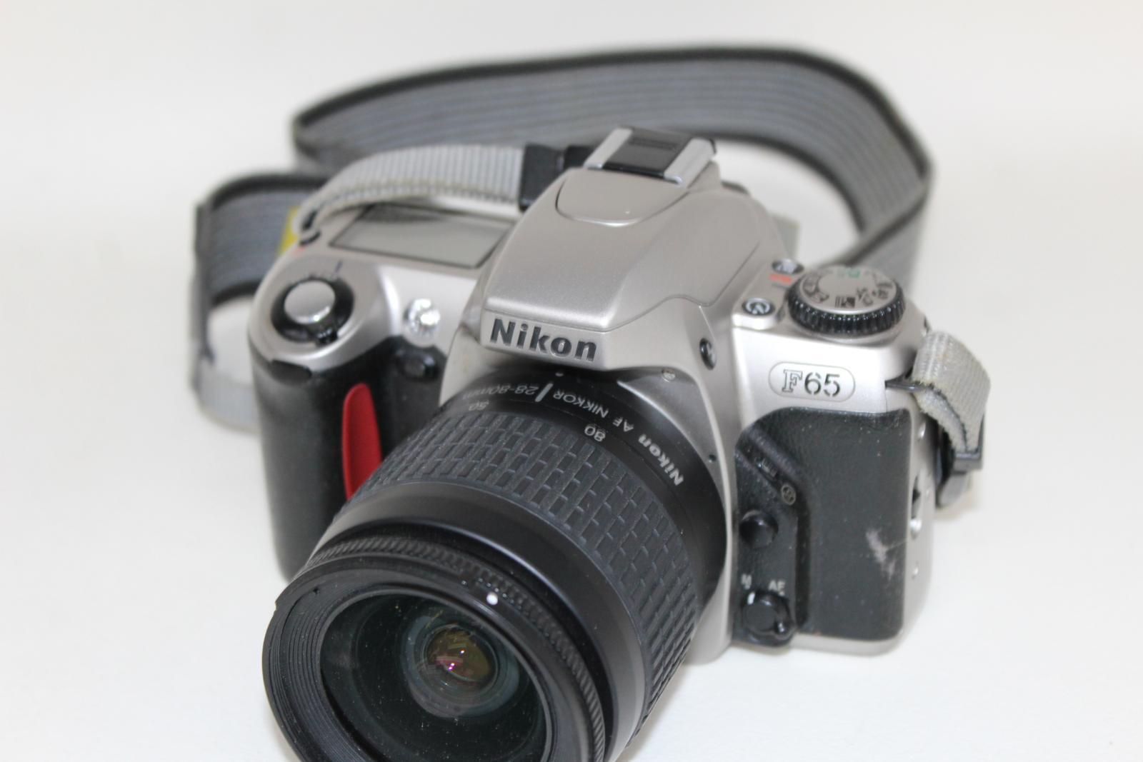 NIKON-F65-Camara-Con-Nikkor-28-80mm-y-70-300mm-y-Tamron-Hoya-Lentes-52mm miniatura 11